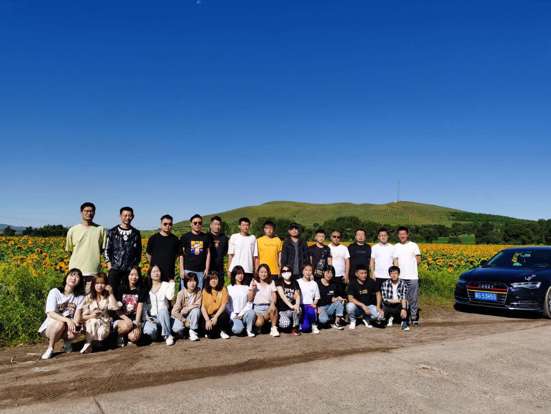 智道品牌设计部组织草原之旅拓展活动